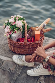 Put together this picnic basket in Paris to have a picnic by the Eiffel tower - macarons, strawberries, baguettes, flowers, and rose wine of course. Wearing Dior sneakers and a Michele watch Picnic In Paris, Picnic Date, Picnic In The Park, Summer Picnic, Romantic Picnics, Romantic Gifts, Comida Picnic, French Picnic, Viva Luxury