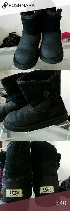 Pre-owned girls blk Ugg boots sz 4 Good condition boots in need of tlc. A deep cleaning will make boots look new Shoes Boots