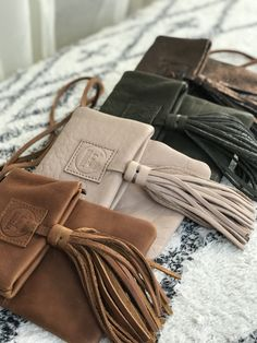 leather purses and handbags Leather Gifts, Leather Bags Handmade, Leather Tassel, Leather Craft, Soft Leather Handbags, Small Leather Bag, Leather Purses, Stylish Handbags, Purses And Handbags