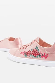 These lace up trainers are packed with pretty details. Styled with a contrast white midsole and bold floral embroidery, it's pale pink hue shimmers in the light