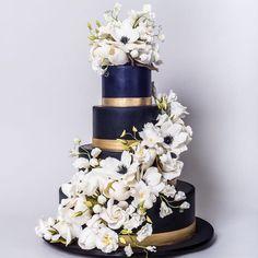 Navy Blue wedding cake dressed with Sugarflowers