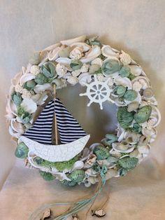 Sea Crafts, Seashell Crafts, Summer Diy, Summer Crafts, Wreaths For Front Door, Door Wreaths, Ocean Theme Decorations, Shell Wreath, Nautical Wreath