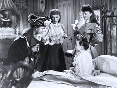 Joan Carroll, Judy Garland, Lucille Bremer and Margaret O'Brien - Meet Me in St Louis Classic Christmas Movies, Classic Movies, Old Movies, Vintage Movies, Classic Hollywood, Old Hollywood, Harvey Girls, Ziegfeld Girls, Musical Film