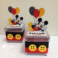Mickey mouse is surely one of the most chosen themes for the little ones. If you are thinking about a magical and unforgettable Mickey Mouse Party, this pa Mickey Mouse Kitchen, Fiesta Mickey Mouse, Theme Mickey, Mickey Mouse Parties, Baby Mickey, Mickey Party, Mickey Mouse And Friends, Mickey Minnie Mouse, Mickey Decorations