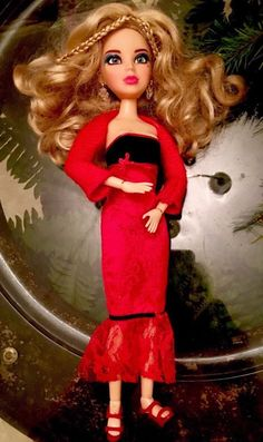 "Spin master 2011 Ed Liv Doll Sophie Twist And Dance"", Fully Dressed In Red, 5+  