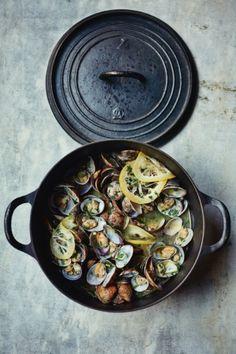 Recipe: sautéed clams with garlic, lemon & parsley