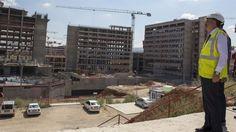 """Bilkent Şehir Hastanesi Avrupa'nın en büyüğü olacak  Sağlık Bakanı Mehmet Müezzinoğlu, bir milyon 300 bin metrekare kapalı alan ile 3 bin 680 yatak kapasitesine sahip Bilkent Şehir Hastanesinin Avrupa'nın en büyük dünyanın da tek parça halinde en büyük hastanelerinden biri olacağını belirterek, """"Hastane, herhangi bir aksilik olmazsa ağustos ayında hizmete girecek"""" dedi."""