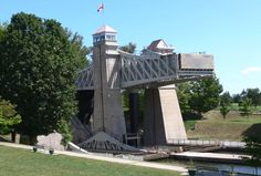 Located Near Holiday Inn Hotel Peterborough Waterfront, The Peterborough Lift Lock is a boat lift located on the Trent Canal in the city of Peterborough, Ontario, Canada, and is Lock 21 on the Trent-Severn Waterway. Passive Design, Boat Lift, Water Powers, Lake Huron, Art And Architecture, Worlds Largest, Beautiful Places, Engineering, Marvel