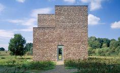 Siza Vieira vence prémio Fritz Hoger para o Museu Hombroich, na Alemanha, o tijolo foi o material de eleição de Siza.