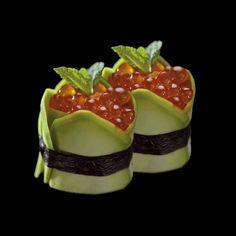 Kawior z łososia, w plastrach z awokado. Opleciony paskiem nori/ Salmon caviar, sliced avocado. Braided belt nori Salmon Caviar, Tropical Fruits, Mini Foods, Rice Vinegar, Canapes, Sashimi, Fruits And Vegetables, Japanese Food, Food Art