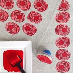 All About Block-Printed Textiles: Inspiration & DIY Tips { week one } of the challenge 2015 by Yardage Design :: block printed sunbursts in red ink on grey linen Fabric Painting, Fabric Art, Fabric Design, Encaustic Painting, Stamp Printing, Printing On Fabric, Screen Printing, Motifs Textiles, Textile Prints
