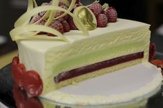Torta de Chocolate Branco, Pistache e Framboesas -