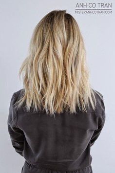 Mid one length hair cut Mid one length hair cut – Farbige Haare One Length Haircuts, Medium Hair Styles, Long Hair Styles, Hair Color And Cut, Shoulder Length Hair, Great Hair, Gorgeous Hair, Beautiful, Wavy Hair