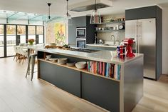 Apr 2016 - Dreaming of an open-plan kitchen? Stretch your kitchen space by going for an open-plan kitchen diner scheme that is great for family kitchens Family Kitchen, Living Room Kitchen, New Kitchen, Dining Room, Smart Kitchen, Open Plan Kitchen Dining Living, Kitchen Grey, Family Room, Dining Area