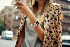 Leopard blazer looks great over a simple grey t-shirt Looks Street Style, Autumn Street Style, Looks Style, Style Me, Style Blog, Modell Street-style, Leopard Blazer, Leopard Coat, Leopard Scarf