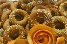 Κουλουράκια νηστίσιμα με λάδι και πορτοκάλι - Γεύση & Συνταγές - Athens magazine Onion Rings, Doughnut, Food And Drink, Peach, Candy, Ethnic Recipes, Desserts, Facebook, Tailgate Desserts