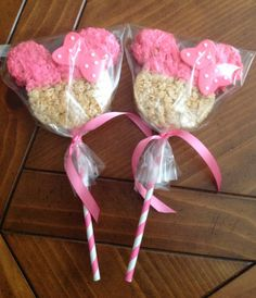 Color red for Mickey Mouse. Rice Krispie Treat Pops with a Fondant Bow - ONE Dozen - Great Party Favor for Minnie/Mickey Themed Birthdays and First Birthdays Minnie Mouse 1st Birthday, Minnie Mouse Theme, Minnie Mouse Baby Shower, Baby 1st Birthday, 3rd Birthday Parties, Birthday Ideas, Pink Minnie, Pokemon Birthday, Rice Krispies