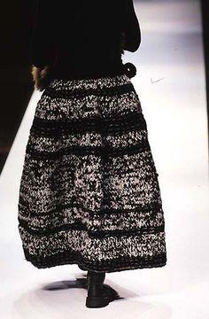 Yohji Yamamoto - Ready-to-Wear - Runway Collection - Women Fall / Winter 1998
