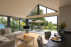 Couple Return to Home After 44 Years with Origin Bi-Folding Doors Modern Bungalow House, Bungalow Exterior, Bungalow Renovation, Bungalow Extensions, Garden Room Extensions, House Extensions, House Extension Plans, House Extension Design, Extension Ideas