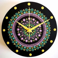 This clock is hand-painted with mandala dots on a wooden circle with a diameter and comes with the clock mechanism. It is worked with shades of green, yellow and purple on a black background and is covered with a layer of varnish for protection. Clock Painting, Clock Art, Dot Art Painting, Diy Clock, Ceramic Painting, Mandala Art Lesson, Mandala Artwork, Mandala Drawing, Mandala Painting