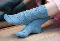 Fiinisti by Mari Muinonen / tikru (finnish) - free Stockinette, Needles Sizes, Knitting Socks, Ravelry, Calves, Combat Boots, Knit Crochet, Slippers, Pattern