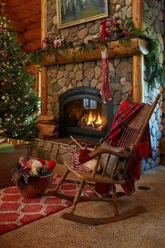 Pin for Later: COZY CABIN RUSTICS. Tour this beautiful log cabin - love the stone fireplace with a roaring fire. Diy Christmas Fireplace, Home Fireplace, Christmas Mantels, Christmas Scenes, Cozy Christmas, Fireplace Design, Country Christmas, Cabin Christmas Decor, Beautiful Christmas