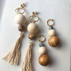 大ぶり ヴィンテージ 風 ハンドメイド ピアス 天然石 エンシャント アゲート ホワイト ウッドビーズ ウッドボール ベージュ 金 糸 タッセル フリンジ ゴールド メタル フープ リング Tassel Jewelry, Wooden Jewelry, Diy Jewelry, Beaded Jewelry, Jewelry Making, Wooden Beads, Wood Earrings, Beaded Earrings, Handmade Accessories