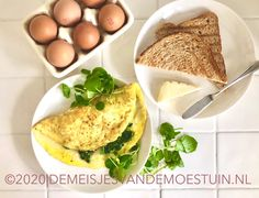 kaasomelet met  waterkers en pesto Pesto, Cantaloupe, Eggs, Fruit, Breakfast, Food, Morning Coffee, Eten, Egg