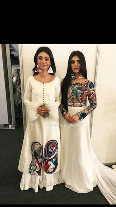 Best Trendy Outfits Part 32 Pakistani Dresses, Indian Dresses, Indian Outfits, Indian Designer Outfits, Designer Dresses, Lehenga, Anarkali, Dress Neck Designs, Blouse Designs