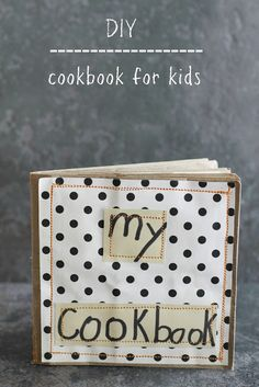 DIY Kid's Mini Cookbook - awesome activity to keep them busy while you clean the kitchen after a kiddie cooking session.