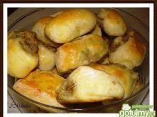 Drożdżowe paszteciki z mięsem Baked Potato, Potatoes, Bread, Baking, Ethnic Recipes, Food, Potato, Brot, Bakken