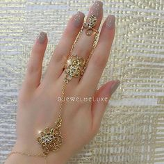 Beautiful Jewelry Designs And Ideas Antique Jewellery Designs, Fancy Jewellery, Gold Jewellery Design, Gold Jewelry Simple, Stylish Jewelry, Bridal Bangles, Wedding Jewelry, Jewelry Design Earrings, Hand Jewelry