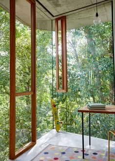 with+the+desire+to+create+a+series+of+enriching+spaces%2C+internally+and+externally%2C+this+glass+and+concrete+home+in+queensland+has+been+designed+to+constantly+be+connected+to+its+tropical+surroundings.