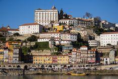 Road trip #Portugal: de route van Porto naar de Algarve - via Expeditie Aardbol 01.06.2016 | Als ik denk aan alle mooie landen die ik de afgelopen tijd heb bezocht, dan zijn er maar weinig waar ik me zó thuis voelde als in Portugal. De zon die bijna altijd schijnt, de warme mensen en dat mediterrane sfeertje: onze road trip door Portugal, afgelopen december, was absoluut een fijne reis. Foto: Porto Stedentrip