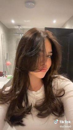 Hair Tips Video, Hair Videos, Hair Tutorial Videos, Hair Inspo, Hair Inspiration, Medium Hair Styles, Curly Hair Styles, Blowout Hair, Short Hair With Bangs