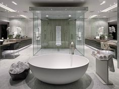 10 Luxury White Master Bathrooms You Will Love to Have ➤To see more Luxury Bathroom ideas visit us at www.luxurybathrooms.eu #luxurybathrooms #homedecorideas #bathroomideas @BathroomsLuxury