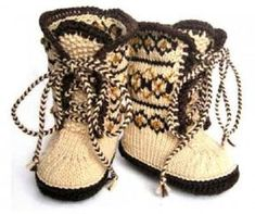 Super Ideas For Baby Crochet Shoes Ugg Boots Baby Uggs, Baby Boots, Crochet Baby Shoes, Crochet Slippers, Knitting For Kids, Baby Knitting, Knitted Baby, Knitting Ideas, Thread Crochet
