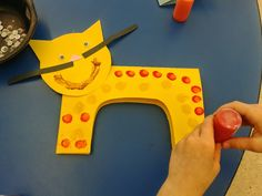 Teach Easy Resources: Attention Cat Lovers - Here's an Easy Cat Craft and Story that Your Kids Will Love!