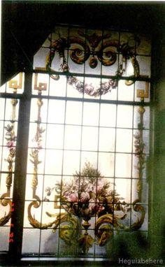 ornato frances vitrales Vitrales de jarrones pintados con ornatos en hojas de acanto y rosas - estilo frances - Buenos Aires.-  #vitraux  #vidrio   #glass-art  #vetrata-decorata  #grisallas