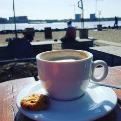 Yes! Mooi weer!  Tijd om even naar buiten te gaan.  #mooiweer #lente #spring #spring #koffietje #koffietijd #mykaffee #teamcaffeine #caffeinefix #caffeinatedlife