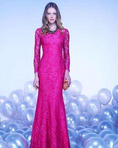 Estamos apaixonadas por essa novidade da @lorebh_ que chegou no nosso ateliê!! Disponível nas cores pink e vermelho!! Marque seu horário e venha ver as nossas lindas peças!! #laladress #lookperfeito #alugueldevestidos #dress #casamento #madrinhas
