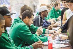 12ª edición de la Muestra Infantil de Málaga MIMA | En el Palacio de Ferias y Congresos de Málaga (Fycma) | Del 26 de diciembre de 2015 al 4 de enero de 2016 | Visita de los jugadores del Unicaja de Baloncesto de Málaga | #MIMA #Familia #Actividades #Navidad #Malaga #Talleres #Atracciones #Famila #Niños | www.mimamalaga.com