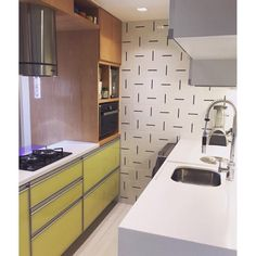 Lurca Azulejos | Azulejos Traço no projeto da @lequipe_arquitetura | Traço - Ceramic Tiles // Shop Online www.lurca.com.br #azulejos #azulejosdecorados #revestimento #arquitetura #reforma #decoração #interiores #decor #casa #sala #design #cerâmica #tiles #ceramictiles #architecture #interiors #homestyle #livingroom #wall #homedecor #lurca #lurcaazulejos