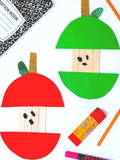 Craft Stick Apples Craft This is cute. Use shaped/curved sticks and add curvature to the skin. Kindergarten Crafts, Daycare Crafts, Toddler Crafts, Preschool Crafts, September Crafts, September Art, September Calendar, Popsicle Stick Crafts, Craft Stick Crafts