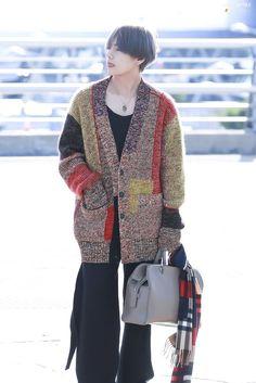 """""""A THREAD: a man who has fashion taste, Kim Taehyung"""" Kim Namjoon, Kim Taehyung, Seokjin, Hoseok, Taehyung Fanart, Daegu, Jimin, Bts Bangtan Boy, Bts Airport"""