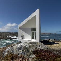 Norwegian firm Saunders Architecture designed this for an Island off the coast of Canada - Awesome! #house #architecture