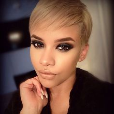Do you have blond hair color and looking for a new pixie hairstyle? We're here to help you, here are Blonde Pixie Cuts for blond beauties may get inspire! Short Blonde Pixie Cut, Blonde Pixie Haircut, Short Hair Cuts, Blonde Hair, Short Hair Styles, Ash Blonde, Golden Blonde, Pixie Cut Mit Pony, Pixie Hairstyles