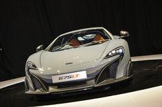 McLaren a dévoilé hier, lors de la première journée du Salon de Genève, une version longue queue de son bolide.