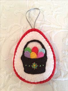 Felt crafts, felt ornament, Easter, basket, eggs, made by Janis