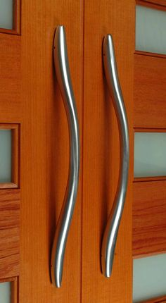 With its unique design and elegance The Niagara front door pull ...